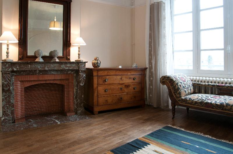 Light airy living room with oak parquet flooring.
