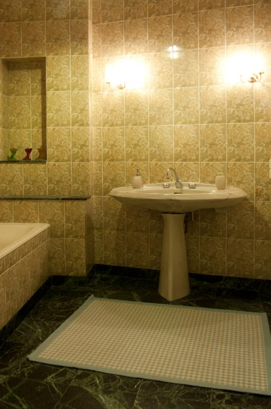 Family bathroom with bath, shower & separate toilet