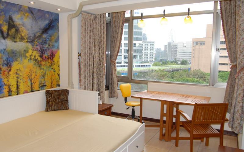 台北捷運西湖站203巷一房一廳有廚具的電梯房 Xihu MRT 1 BR Apt, holiday rental in Keelung