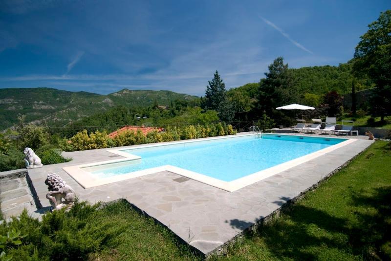 Villa with pool  in chianti Rufina area (13 sleeps), vacation rental in San Godenzo