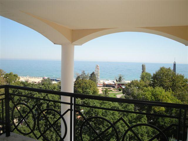 Panoramic Sea view, 70 meters from the Beach!!!, location de vacances à Province de Varna