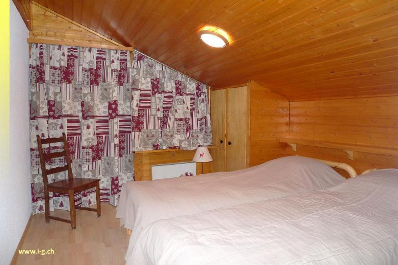 Dormitorio con 2 camas - 1