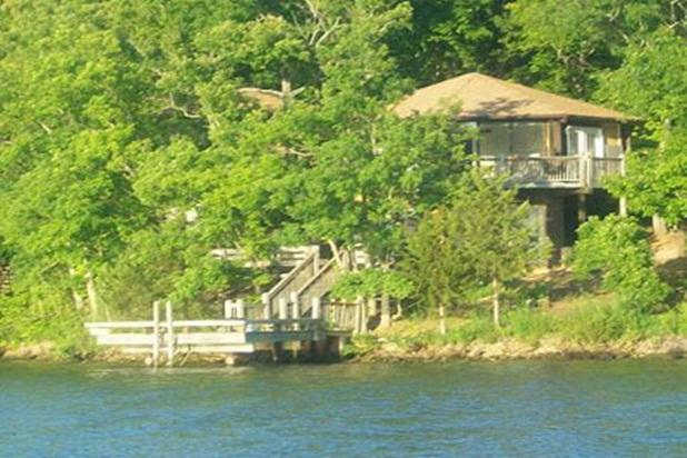 TWO LEVEL 8 sided octagon 3 bedrooms/3 baths Right on water edge swim off