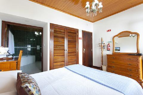 BEDROOM WITH PRIVATE BATHROOM