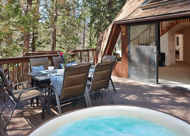 Extraordinary Dome 2: Hot Tub, Walk to Town, Perfect for Groups/Families!, alquiler de vacaciones en Pine Cove