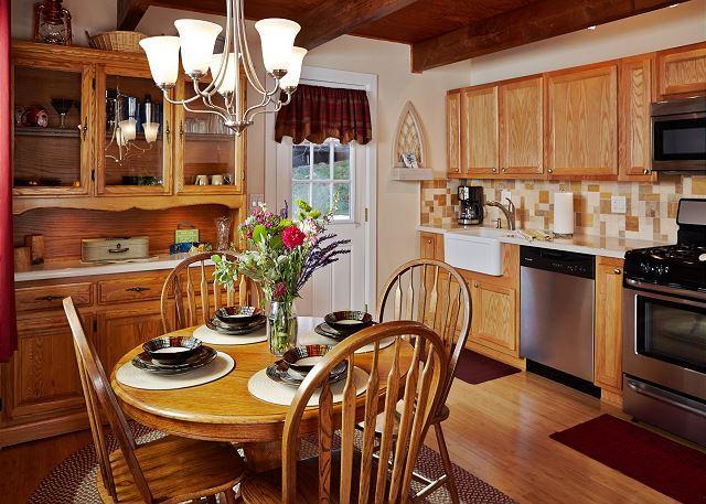 Keuken en eetkamer. Zitplaatsen 4.