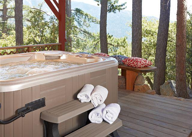 Large hot tub with awesome views.