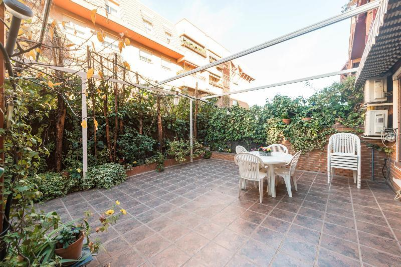 AMPLIA VIVIENDA FAMILIAR JUNTO IFEMA 4 DORMITORIOS VT343, holiday rental in Madrid