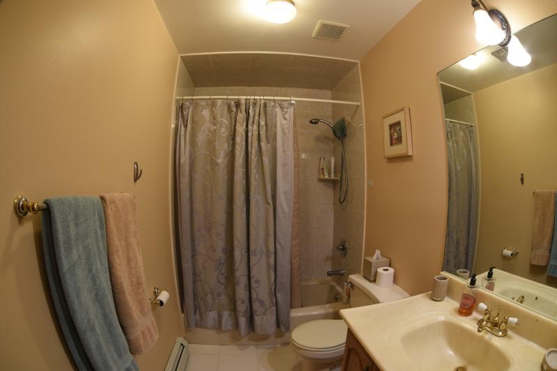Baño # 4 con bañera (segundo piso).