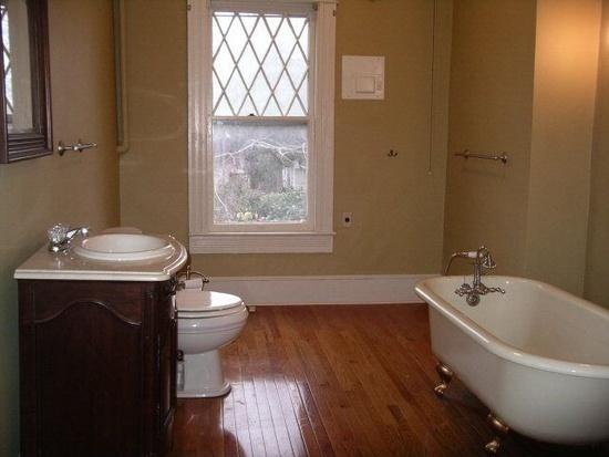 Bathroom upstaris