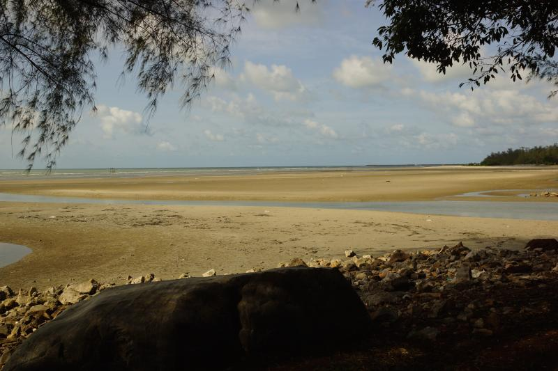 Rock Garden Beach during low tide (mainly May-Oct)
