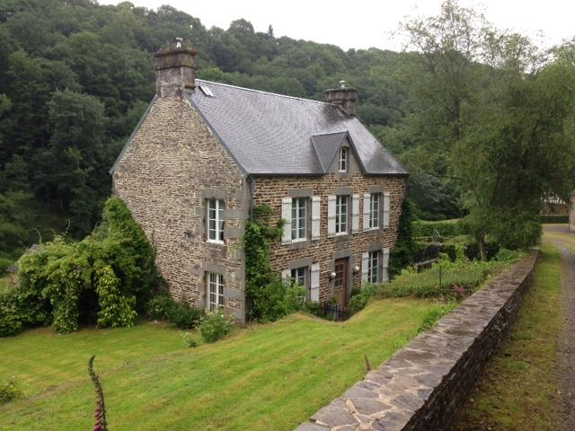 Beautiful Secluded French Manor House, location de vacances à Les Cresnays