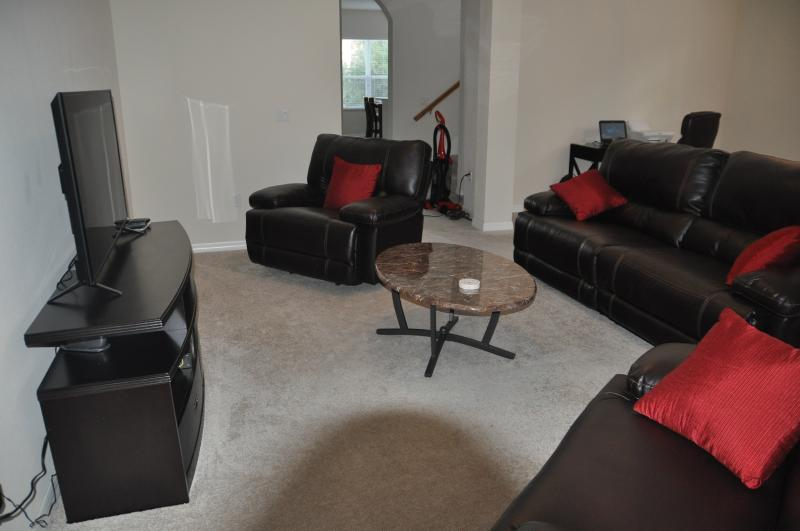 Spacious living room with cable TV.