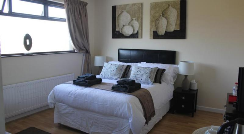 Cairnview Bed and Breakfast   Jacaranda Room, vacation rental in Carnlough