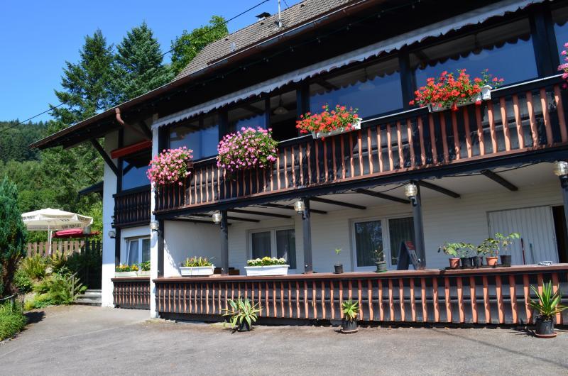 Gästehaus Panoramablick*** mit 3 DZ (Doppelzimmer), alquiler vacacional en Sasbachwalden