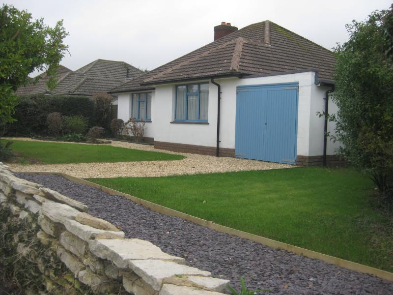 Barton on Sea bungalow in a secluded cul de sac 9 minute walk to the beach