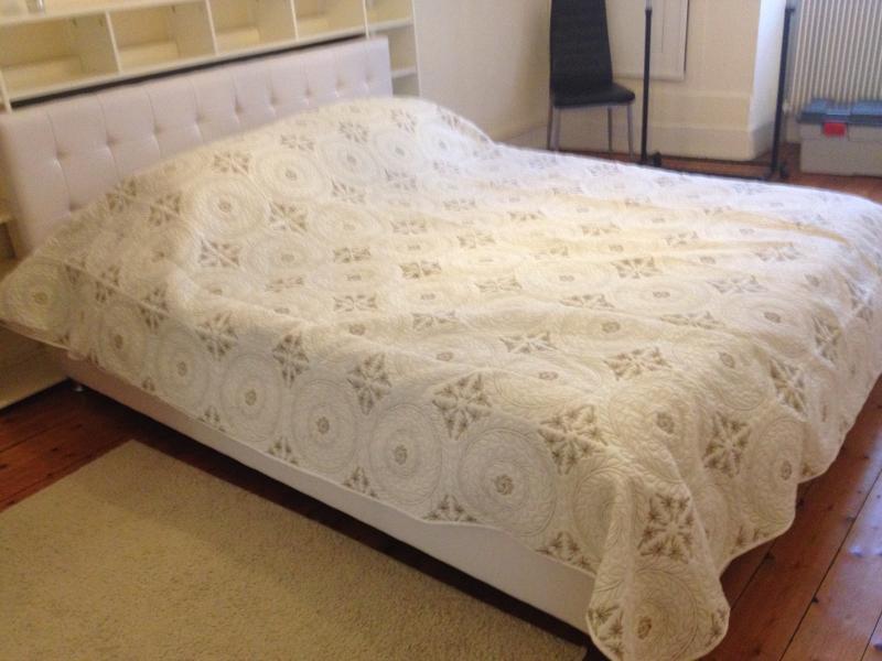 le lit d' un mètre 60