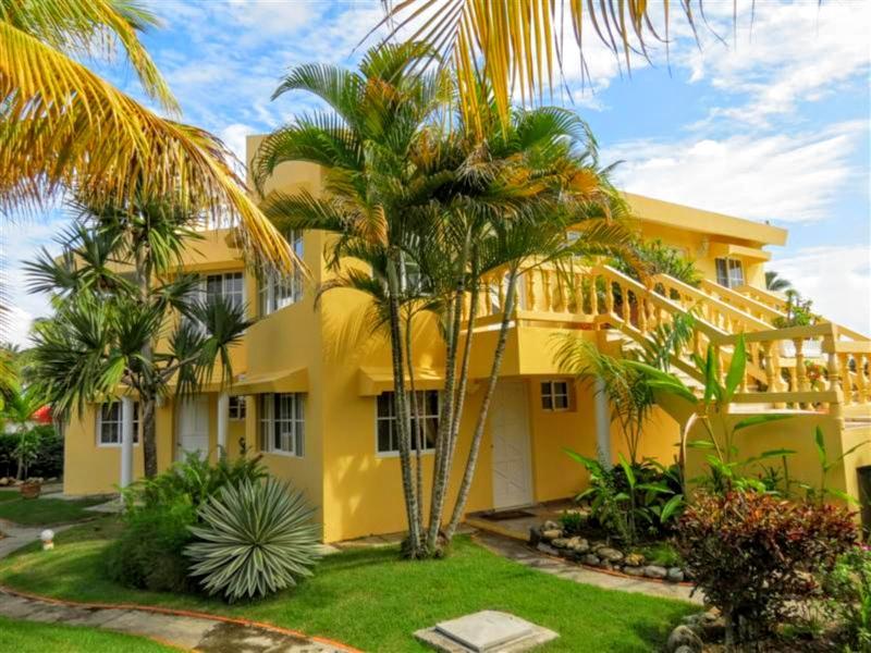 A beautiful 3,000 sq. foot Villa with Ocean and Beach Views