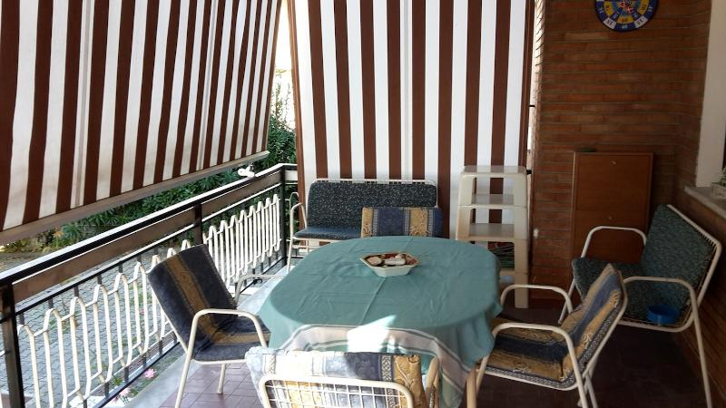 shady terrace (a corner)