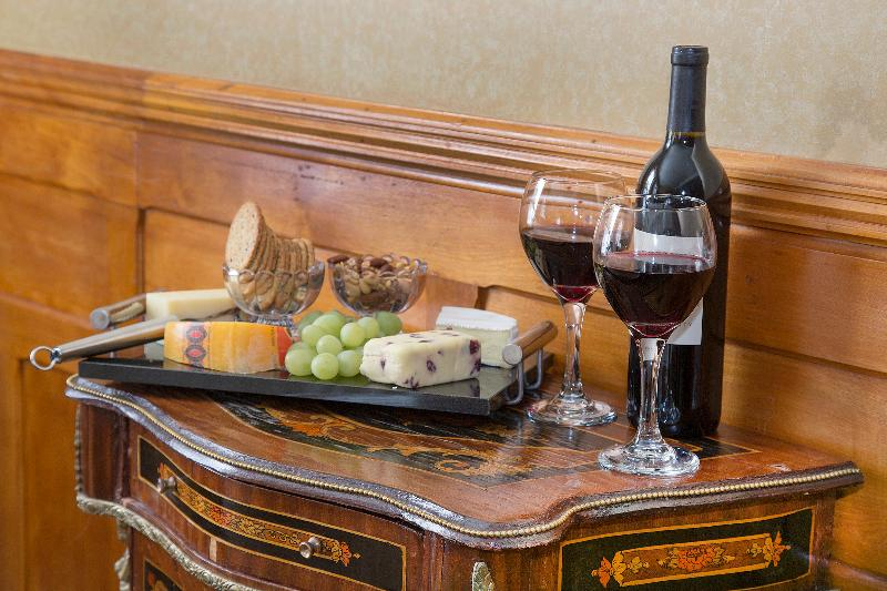 Monroe Deluxe Suite - enjoy bottle of wine and a delicious cheese board during your stay