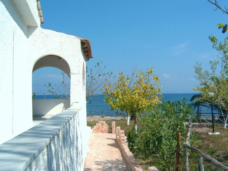 Apartments on the sandy beach on Corfu island (2) - Newly refurbished, vacation rental in Lefkimi