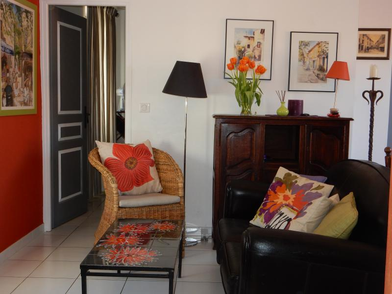 Private Terrace Town Center L'Isle sur la Sorgue, vacation rental in L'Isle-sur-la-Sorgue