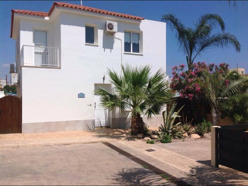 Beautiful 4 bed villa at the end of a small secluded complex. With views of Pernera and the sea.