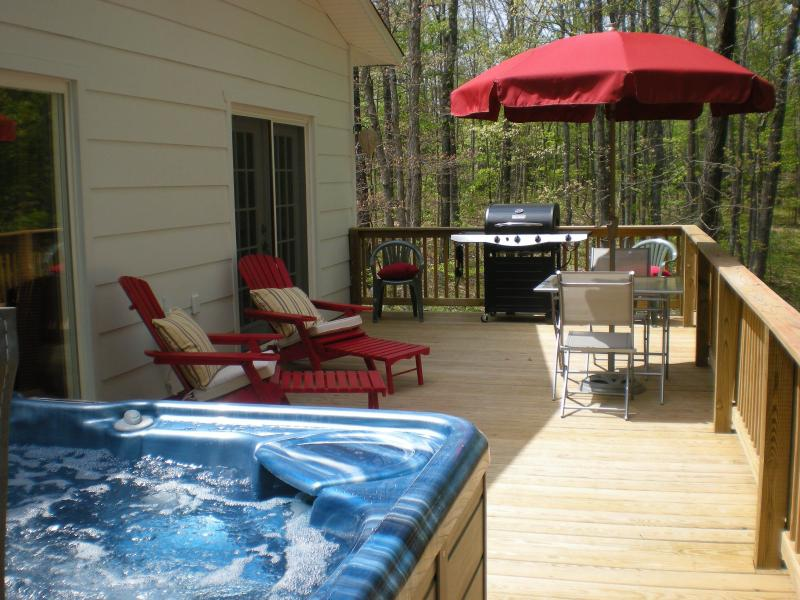 Large Deck with gas grill, 5 person jetted hot tub, mountain views.