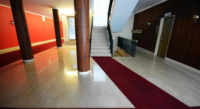 entrance/lift