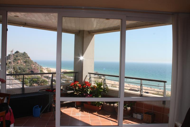 Apartment in Montgat Barcelona with swimming pool, vacation rental in Montgat
