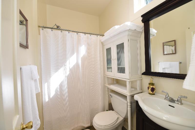 Bathroom features quality towels, shampoo, conditioner. bodywash, soaps