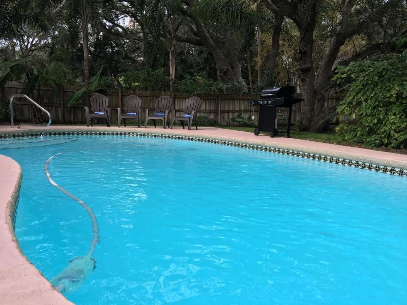 Private Swimming Pool!