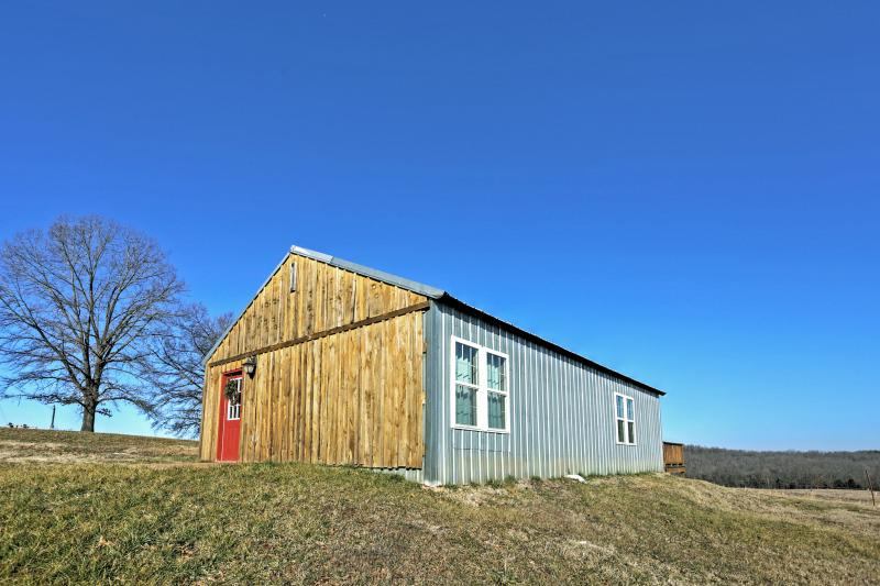 Enjoy unbeatable privacy at this Everton vacation rental cabin.