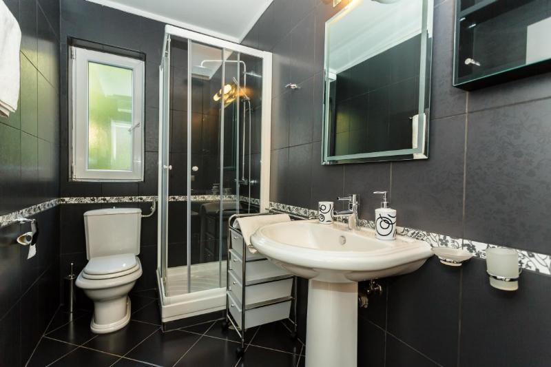 A2 (6 + 1): bagno con wc