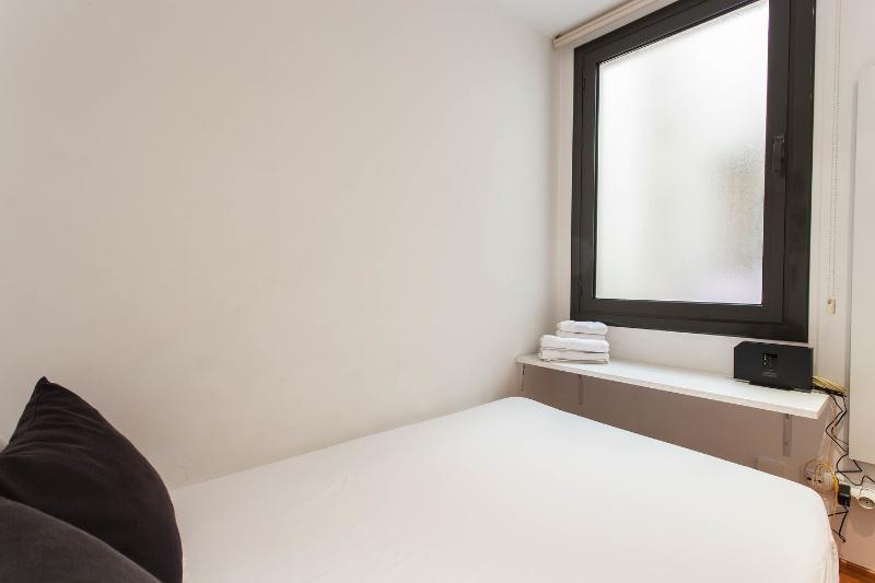 Seconda camera da letto con letto matrimoniale.