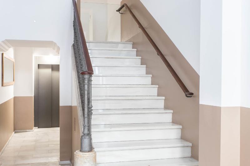 Ascensore e la costruzione di scale