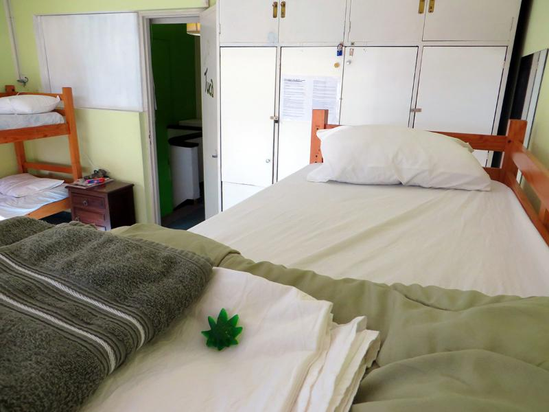 Mixed Suite Room for 8, clean towels, linens, cannabis soap, airy, secure, comfortable :)