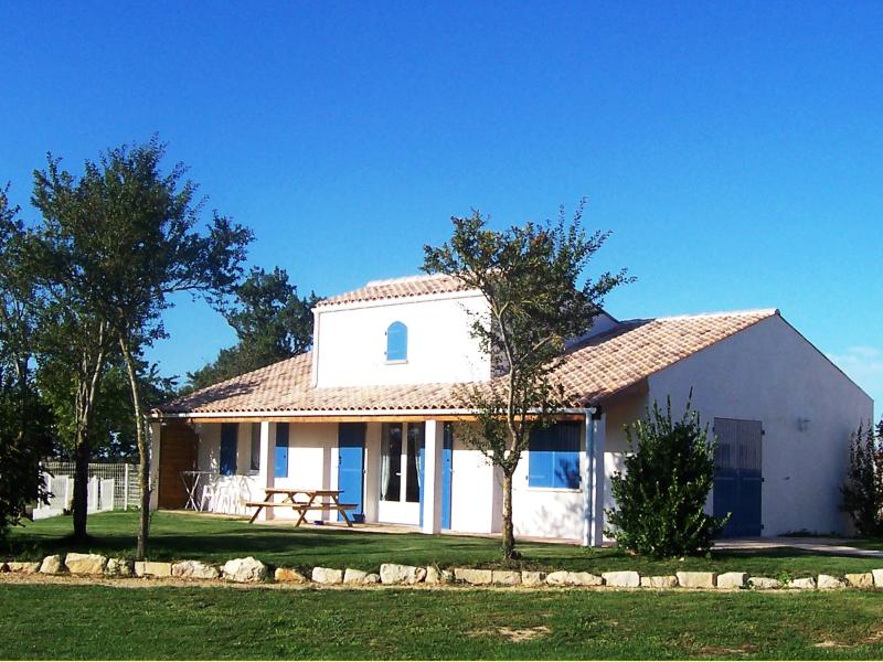 'Maison' Boutillon gites 4* family accommodation, vacation rental in Saint Medard d'Aunis