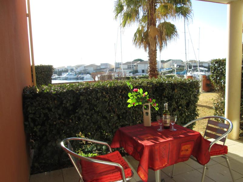 Stylish 1 Bed Apart + Pool + Parking in Cap d'Agde, location de vacances à Cap d'Agde