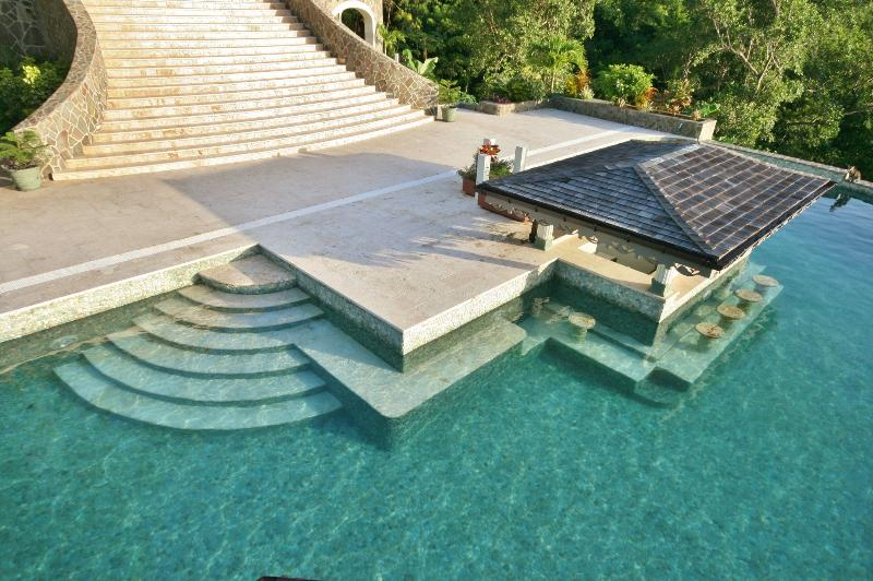 You can clearly see the coral steps and  seats in the clear waters of the Infinity Pool
