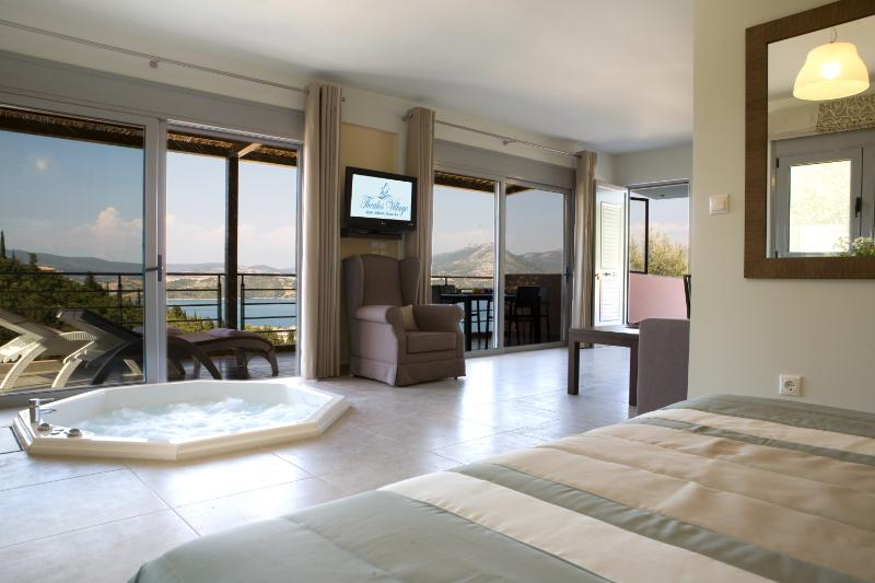 Pasithea suite - with jacuzzi and amazing sea views
