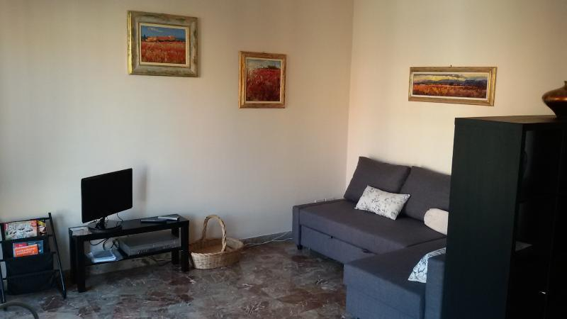 Salotto con divano-letto Living room with sofa-bed