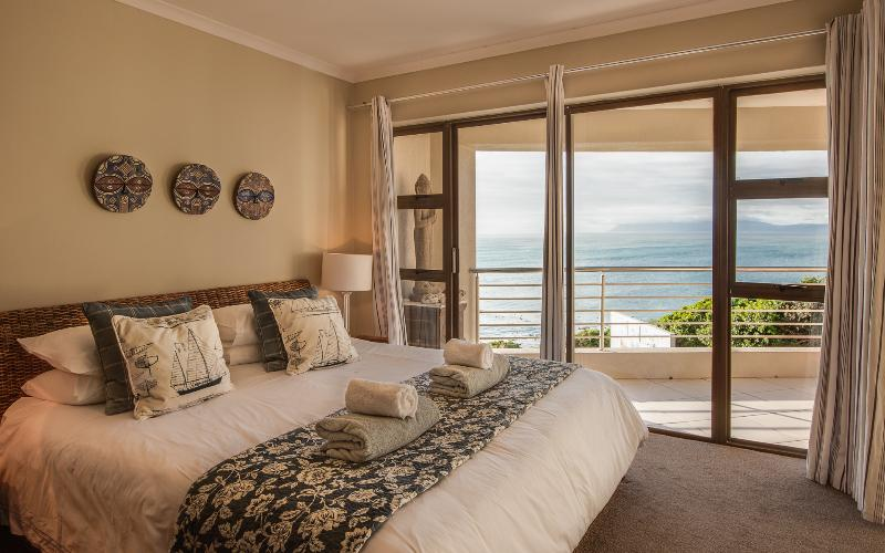 Main bedroom, en-suite. Whale watching from your bed!