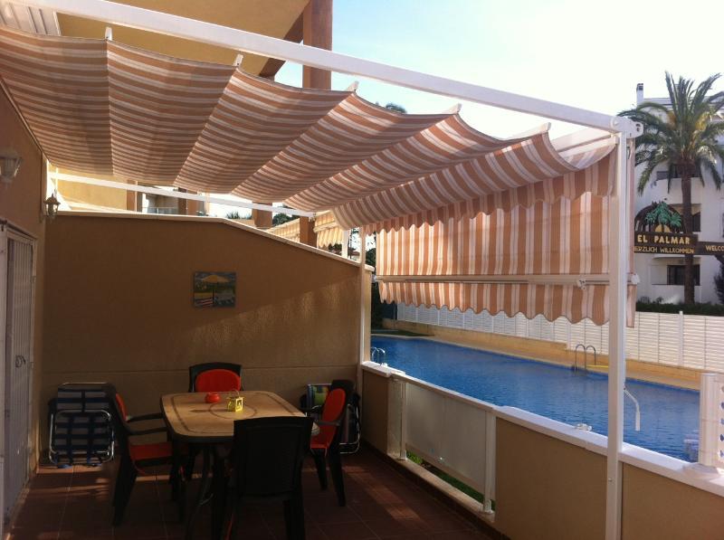 Apartamento con enorme terraza y Wifi en la mejor playa de Denia, aluguéis de temporada em Denia
