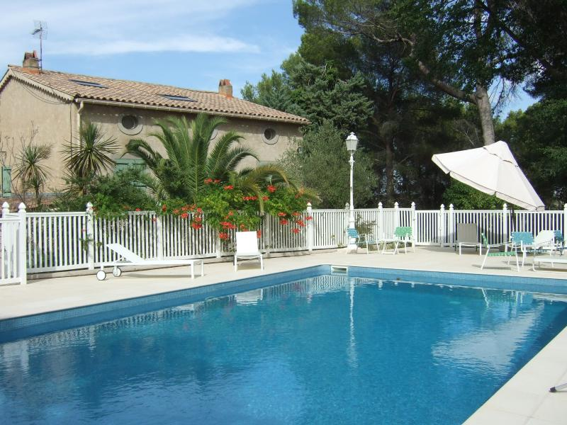 5 Bed Modern Farmhouse in Rural Setting with Pool, vacation rental in Lieuran-les-Beziers