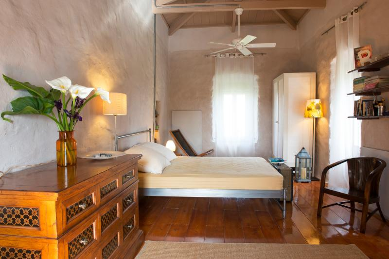 Painter's country house, location de vacances à Velanidia
