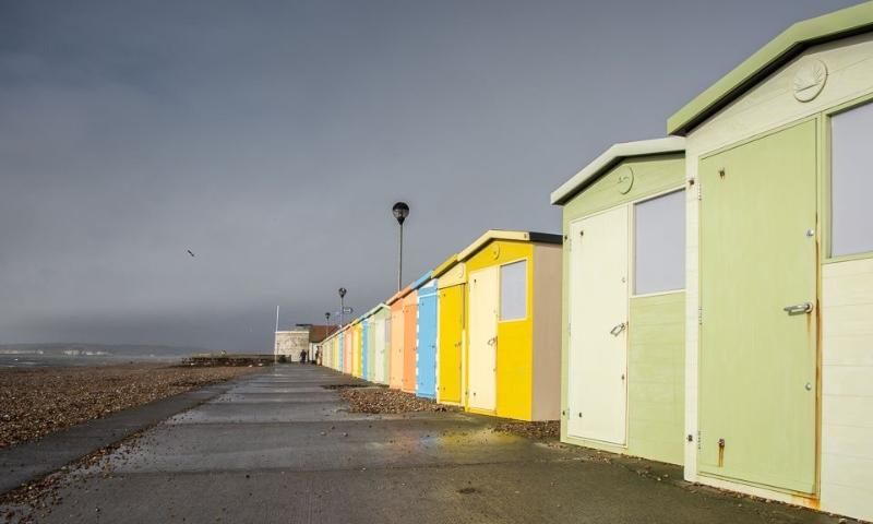 famosa coloreadas de la playa cabañas de Seaford en la playa