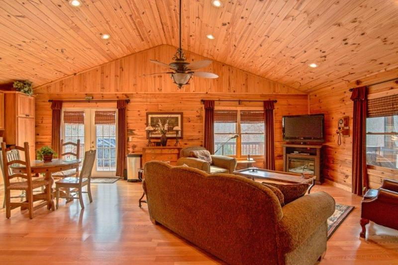 Cabin With All The Comforts Of Home