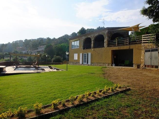 Beautiful house with private pool and large garden