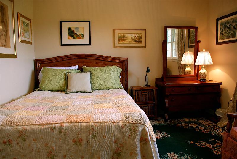 Queen bedroom, plenty of storage